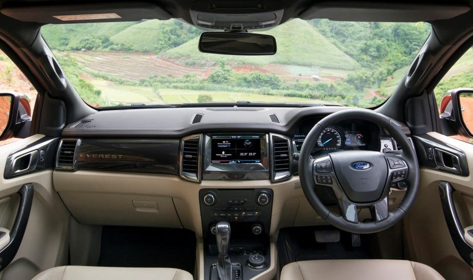 2016_ford_everest_thai_preview_23-0729-920x544