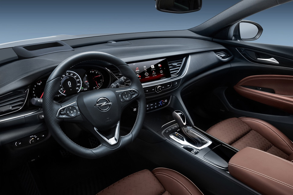 plenty-of-space-the-new-opel-insignia-sports-tourer-6-970x647-c