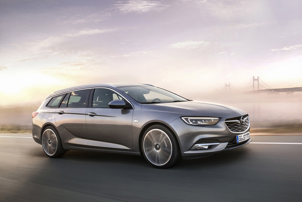 plenty-of-space-the-new-opel-insignia-sports-tourer-970x647-c