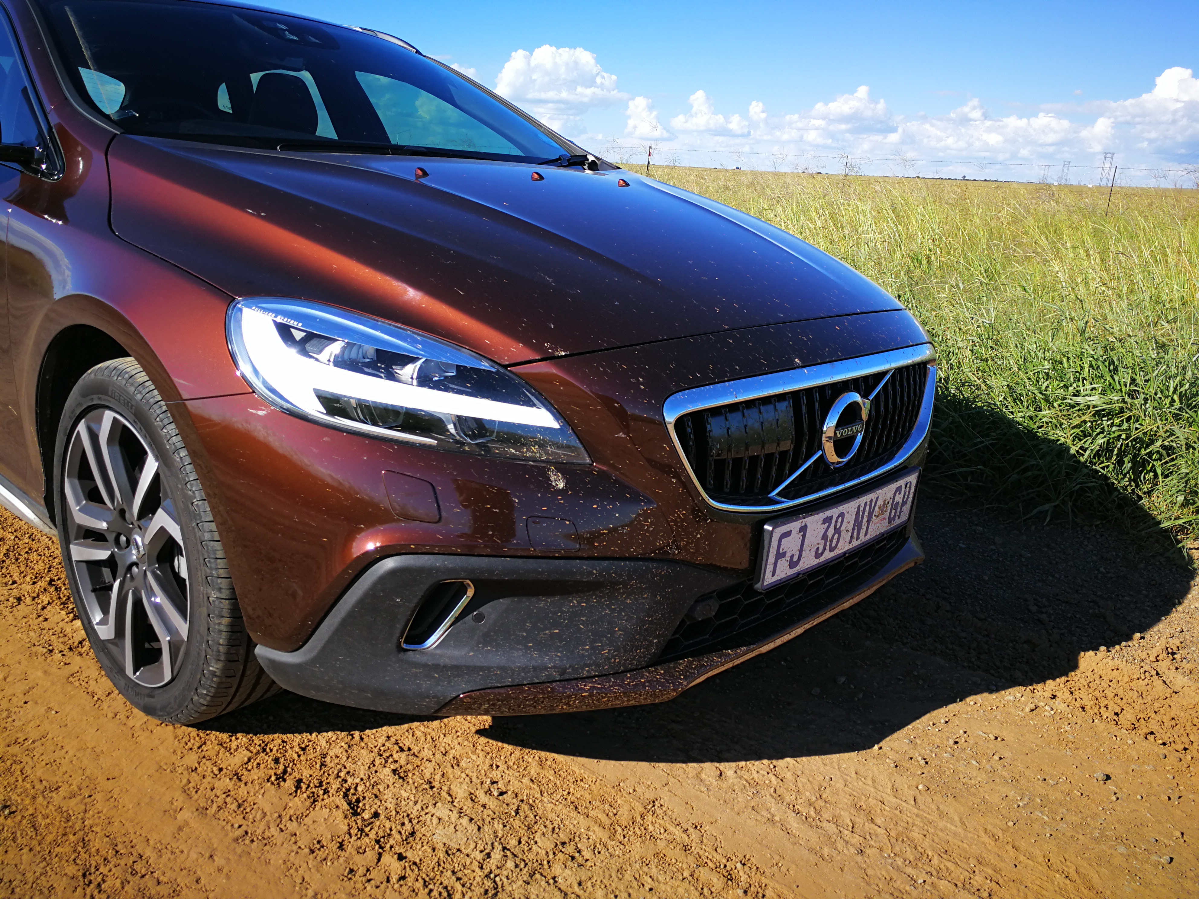 reviewed 2017 volvo v40 cross country. Black Bedroom Furniture Sets. Home Design Ideas