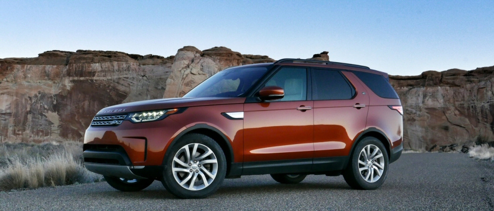 2017-Land-Rover-Discovery-review-photo-SlashGear00017Hero